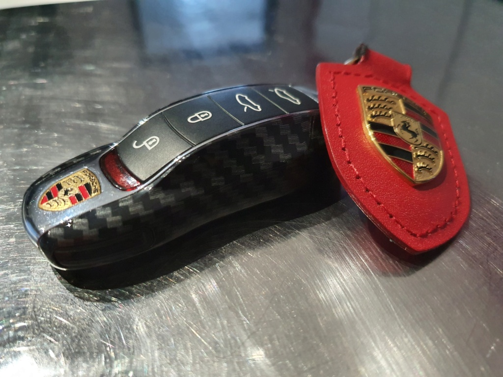 Tuto 981/718/991/992: Montage clef peinte avec pièce Porsche SportDesign 20210547