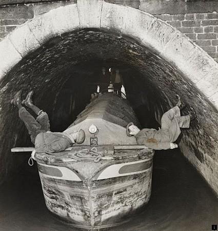 Anecdotes historiques - Page 3 Boat-l10