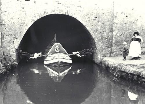 Anecdotes historiques - Page 3 Boat-l11