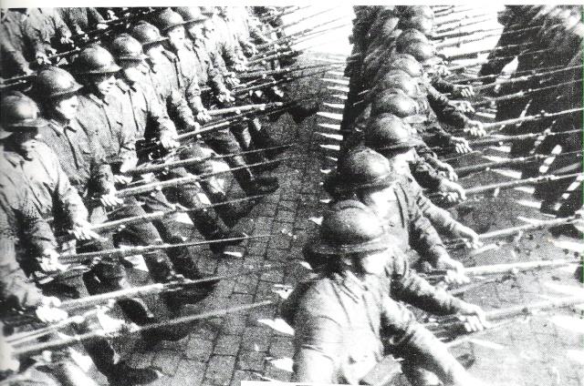 un Défilé de Soldats Soldat10