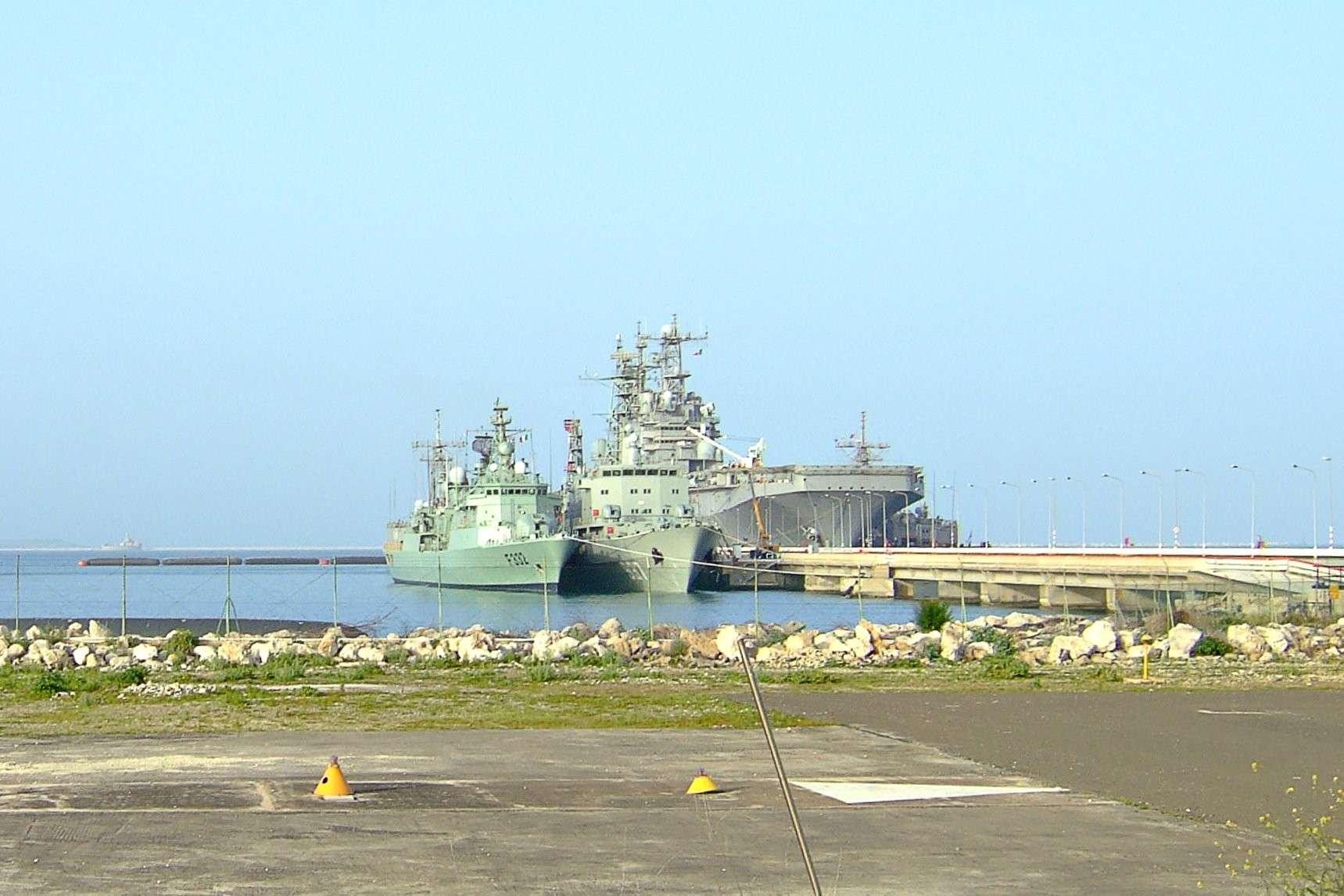 سفينة القيادة الجزائرية  الصومام 6110