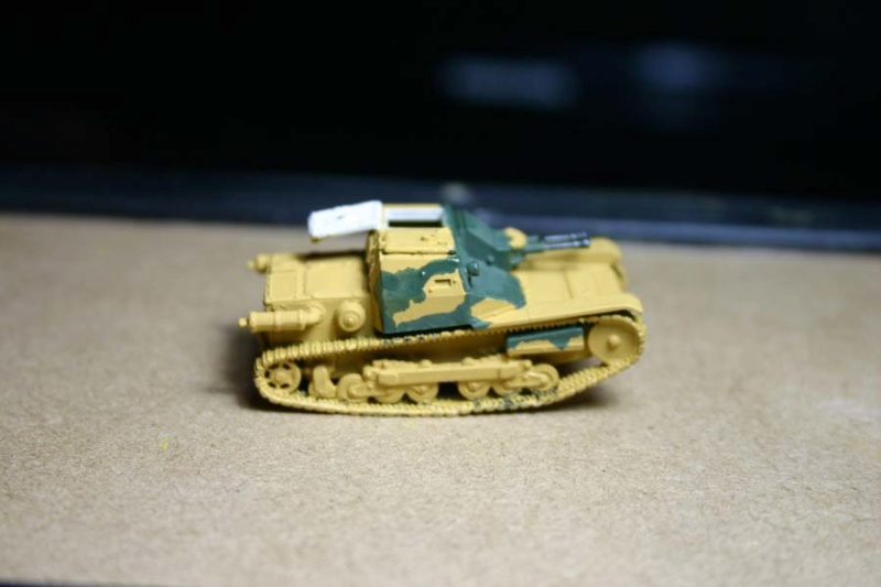 CV 33 (Chef de char en place) - Page 2 Corsic10