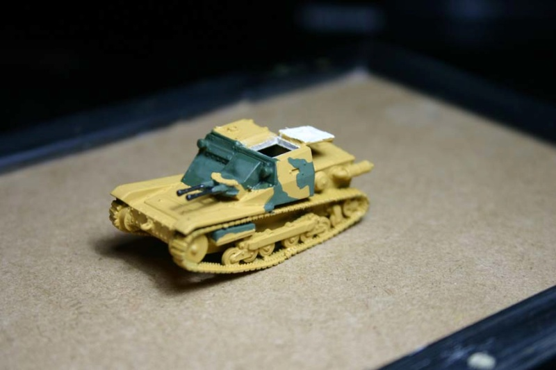 CV 33 (Chef de char en place) - Page 2 Corsic12