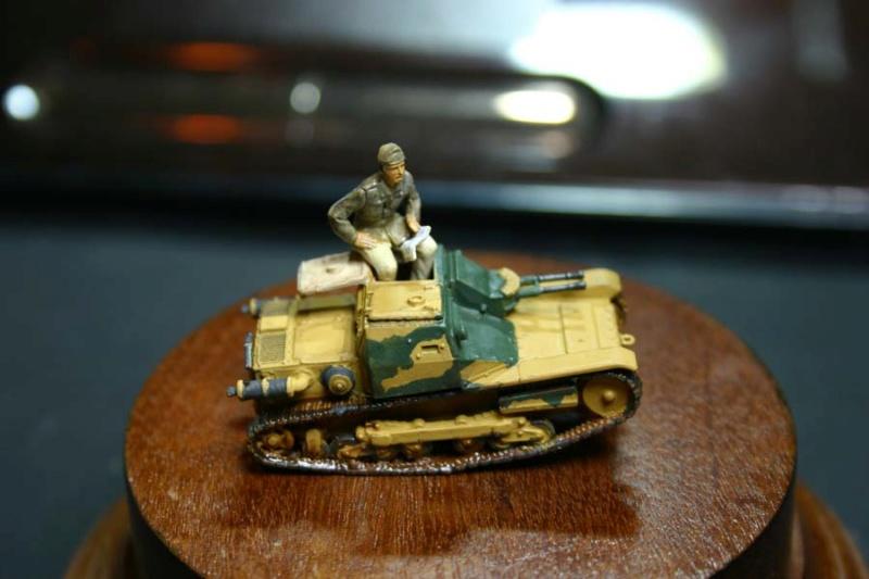 CV 33 (Chef de char en place) - Page 2 Corsic20