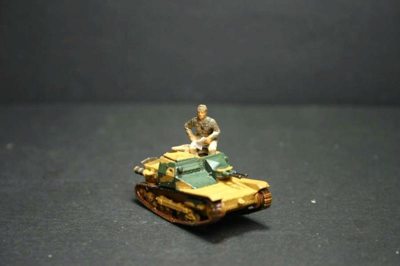 CV 33 (Chef de char en place) - Page 2 Corsic21