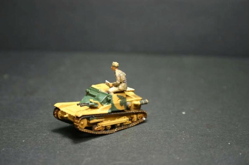 CV 33 (Chef de char en place) - Page 2 Corsic22