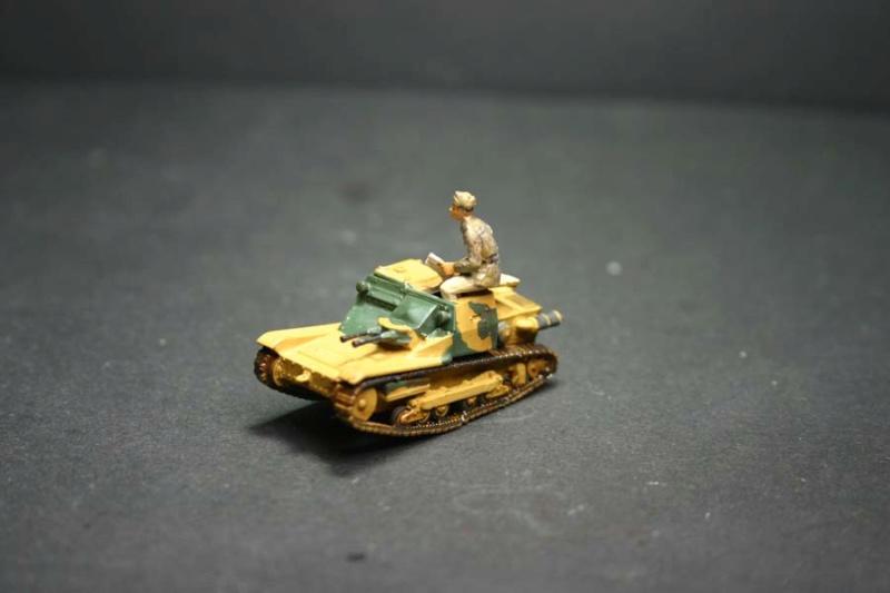 CV 33 (Chef de char en place) - Page 2 Corsic24