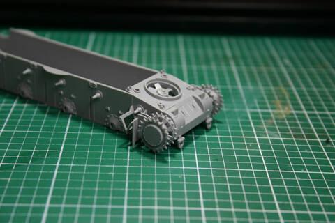 [Zvezda] T-35   peinture du train de roulement T35_0110