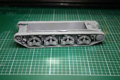 [Zvezda] T-35   peinture du train de roulement T35_1910
