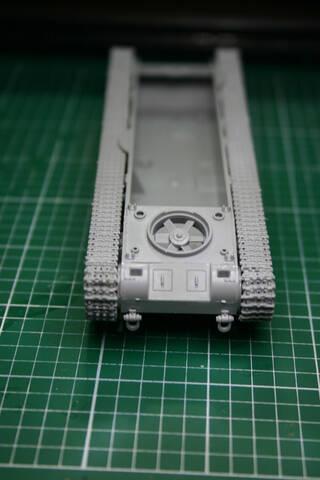 [Zvezda] T-35   peinture du train de roulement T35_2010