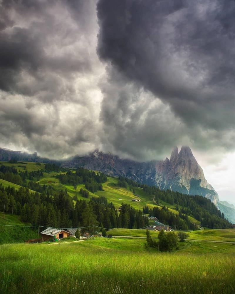 هل تعلم أن أكبر مرتفع في جبال الألب في أوروبا يقع في دولوميت ؟  15770912