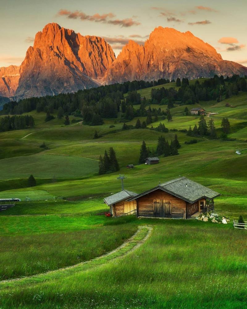 هل تعلم أن أكبر مرتفع في جبال الألب في أوروبا يقع في دولوميت ؟  15770914