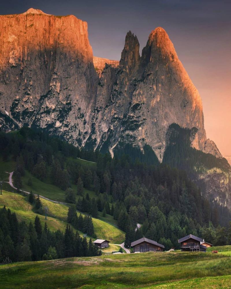 هل تعلم أن أكبر مرتفع في جبال الألب في أوروبا يقع في دولوميت ؟  15770915