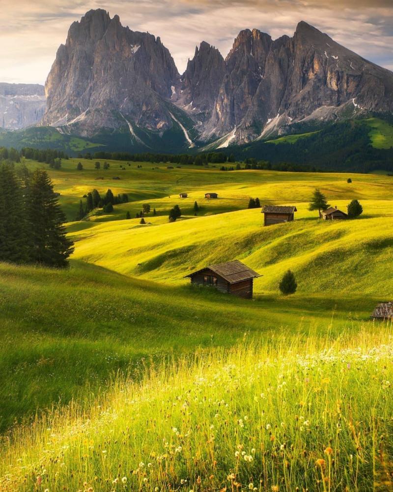 هل تعلم أن أكبر مرتفع في جبال الألب في أوروبا يقع في دولوميت ؟  15770916