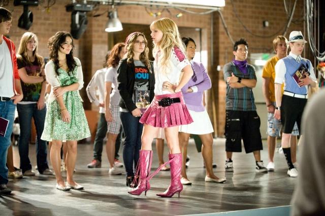 [Walt Disney Pictures] High School Musical 3 : Nos Années Lycée (2008) - Page 15 00712