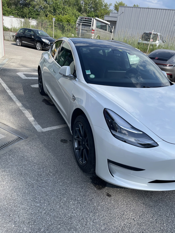 Tesla : la model 3 dévoilée - II - Page 8 64425411