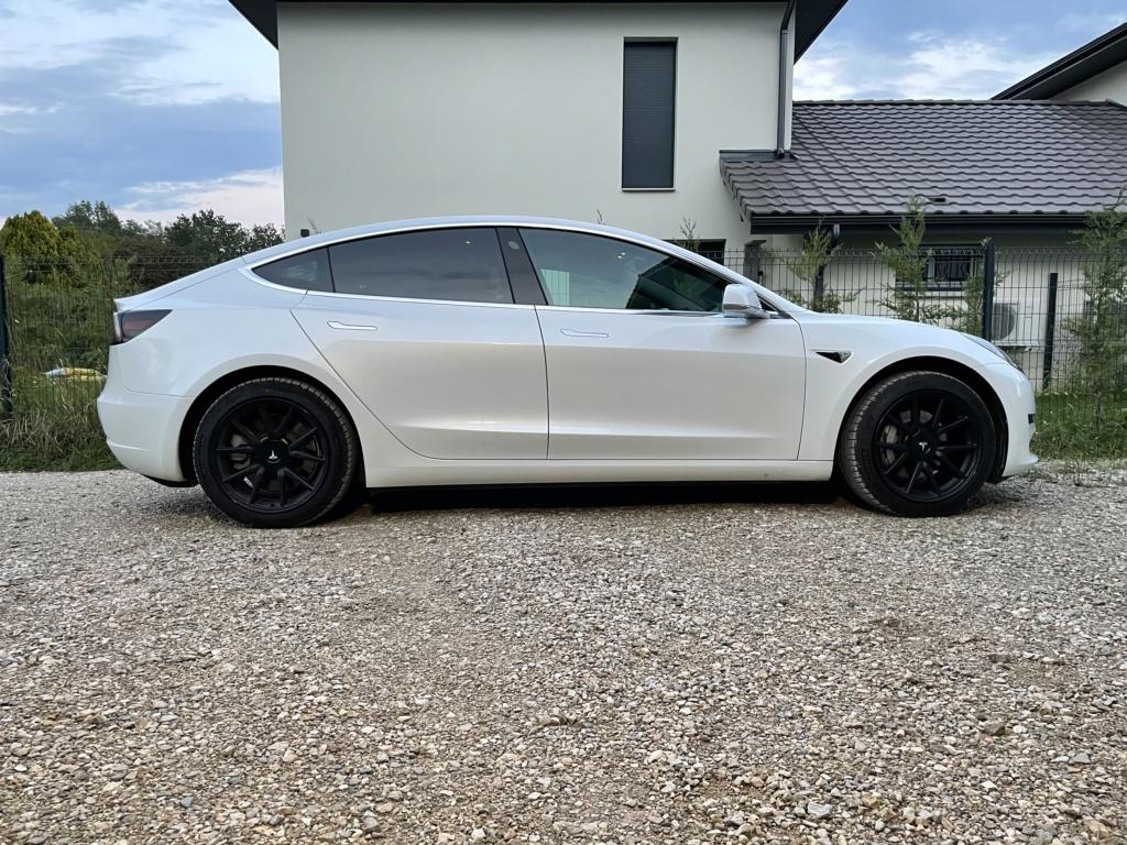 Tesla : la model 3 dévoilée - II - Page 15 Bab33e10