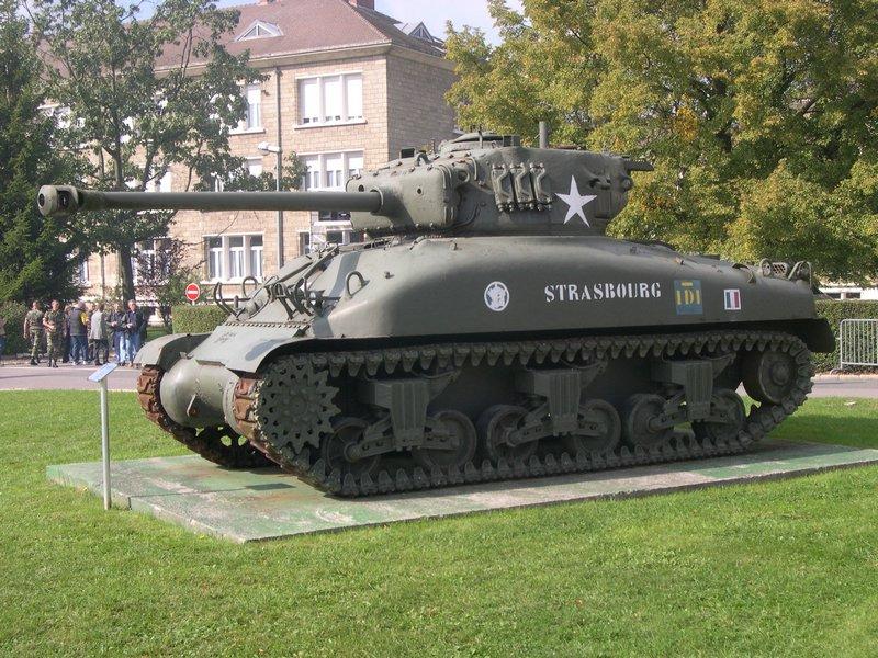Taille et position des marquages d'un Sherman de la 2ème DB  - Page 2 M4a12010