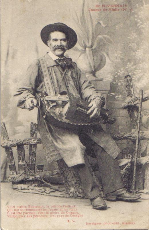 NIEVRE (58) joueur de vielle en 1904 B3cd10