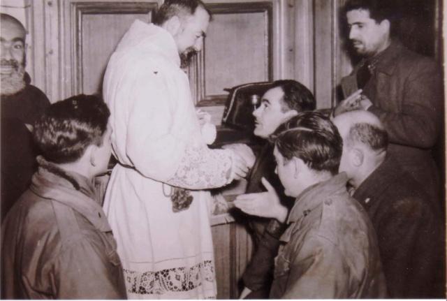Padre Pio thaum ua neej nyob - Page 2 Adamic10