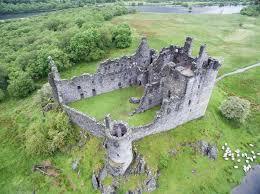 Un bel exemple de château écossais au XVIIème siècle Kilchu11