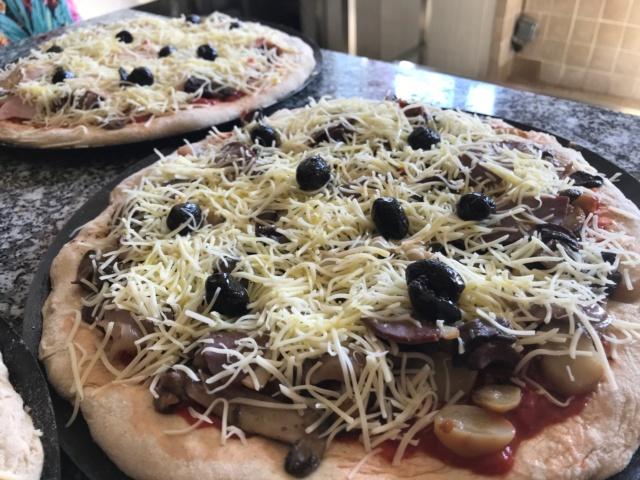 mes pizzas a la pâte a pain au levain  Img_0610