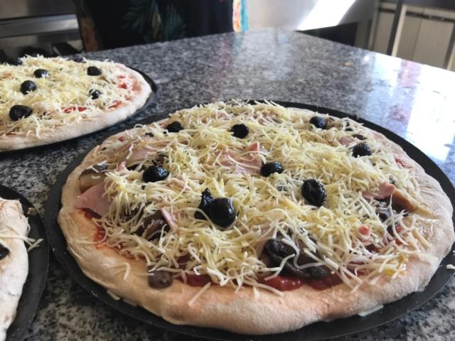 mes pizzas a la pâte a pain au levain  Img_0611