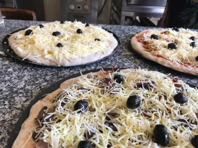 mes pizzas a la pâte a pain au levain  Img_0612