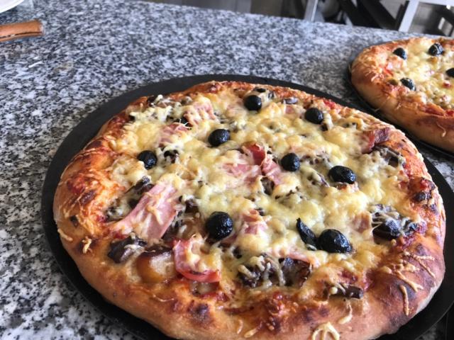 mes pizzas a la pâte a pain au levain  Img_0614