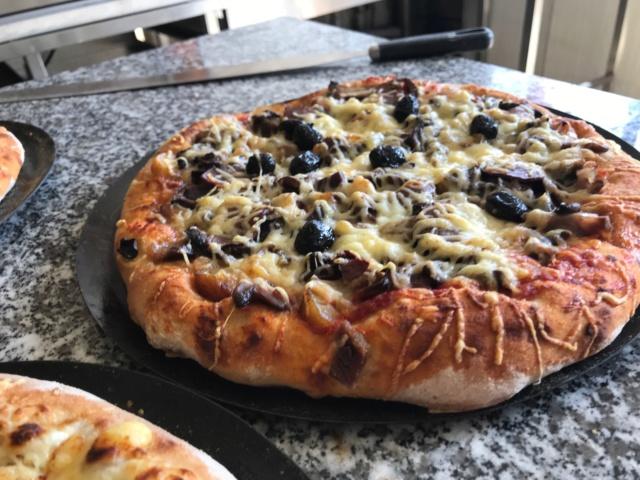 mes pizzas a la pâte a pain au levain  Img_0616