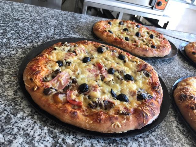 mes pizzas a la pâte a pain au levain  Img_0618