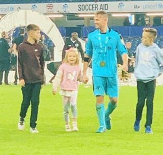 Nicky Byrne comparte con sus tres hijos después de Soccer Aid 2019 0_nick14