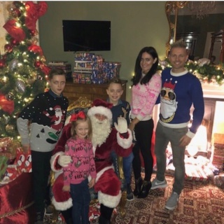 Nicky Byrne comparte una adorable foto de familia en jerseys navideños 47096411