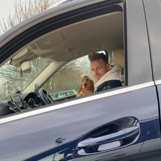 Nicky Byrne sorprende a la familia con un adorable nuevo cachorro. 52143710