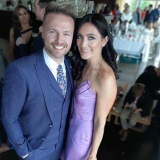 Nicky Byrne, de Westlife, y su esposa Georgina Ahern, sorprenden en una noche poco común 55917910