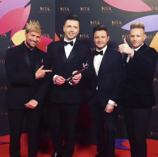 Westlife en la alfombra roja de los NTA Awards Dxicvm10