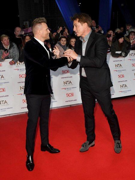 Westlife en la alfombra roja de los NTA Awards Dxiim-12