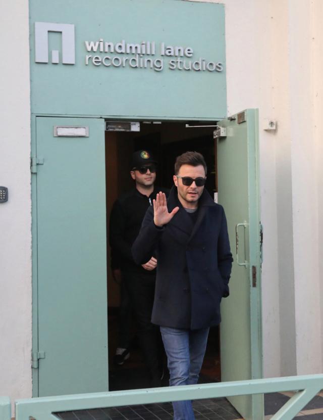 Westlife saliendo de grabar su segundo video musical Nintch15