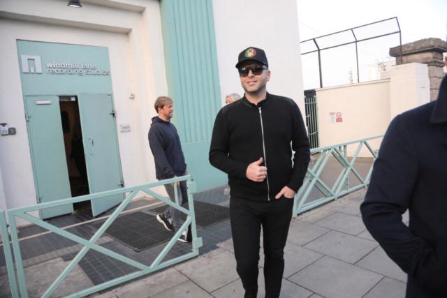 Westlife saliendo de grabar su segundo video musical Nintch16