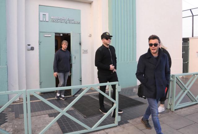 Westlife saliendo de grabar su segundo video musical Nintch17