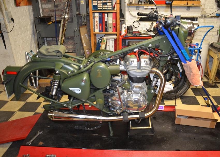 Royal Enfield Classic - La moto improbable.... 0013