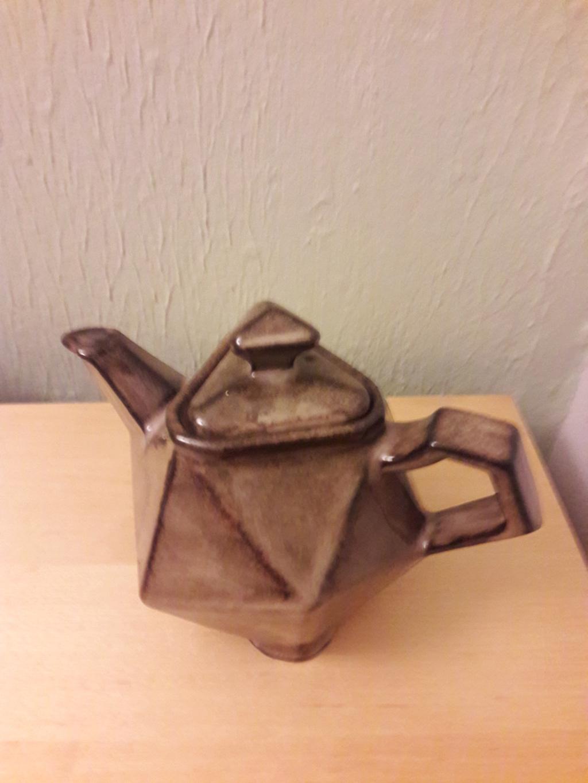 Most Peculiar Teapot ! 20190317