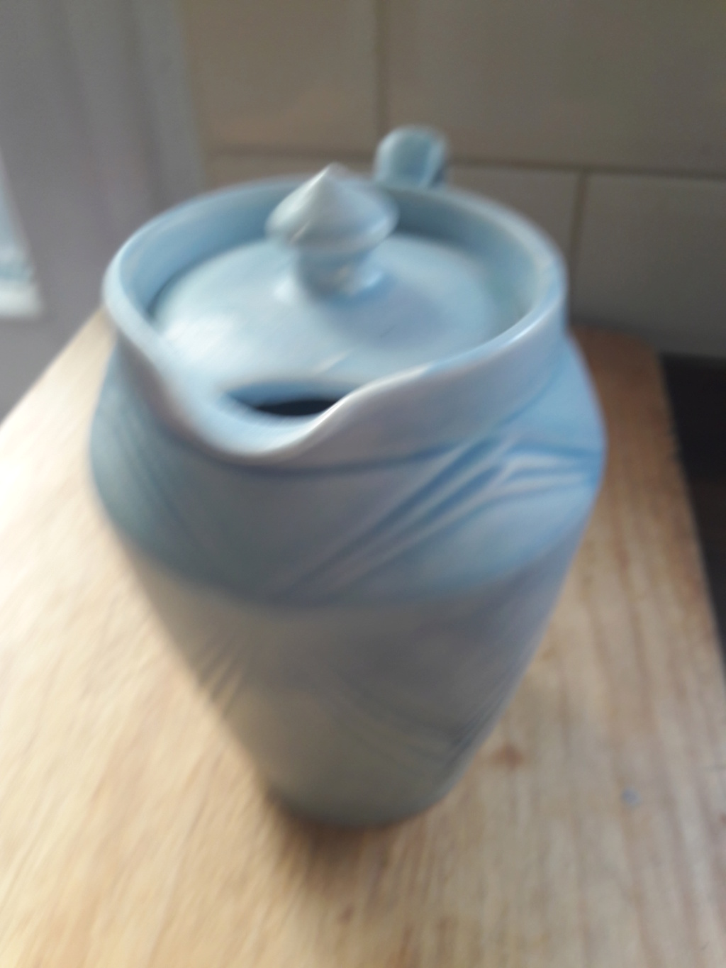 is this coffee pot..50's.Art Deco..Modern...lovely shape 20190610