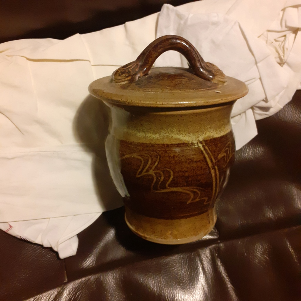 Any ideas on this lovely decorated Lidded Pot 20210215