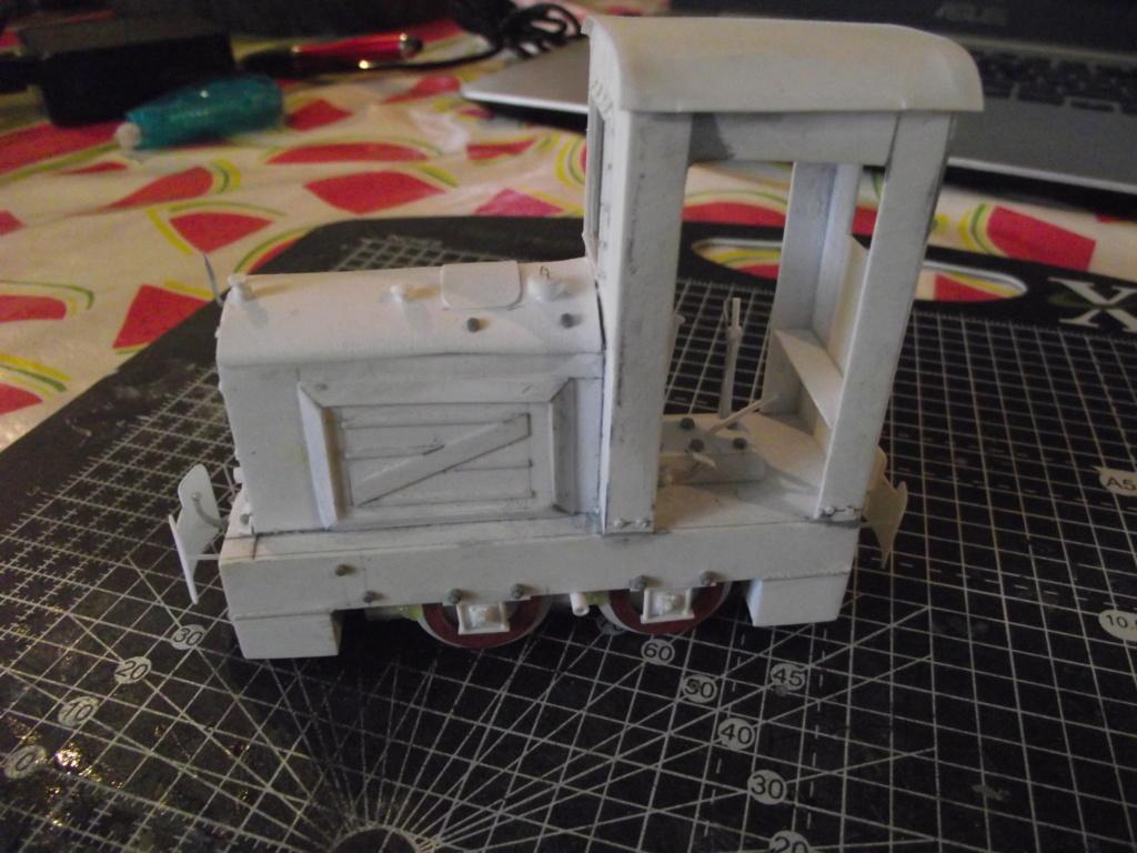 V2 de marque REVELL et locotracteur JUNG en scratch; échelle 1/35  TERMINE Dscf2338