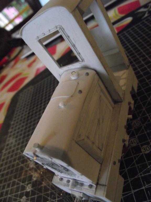 V2 de marque REVELL et locotracteur JUNG en scratch; échelle 1/35  TERMINE Dscf2345