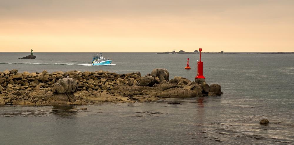 [VIE DES PORTS] Quelques bateaux de pêche (sur nos côtes Françaises) - Page 9 60560510