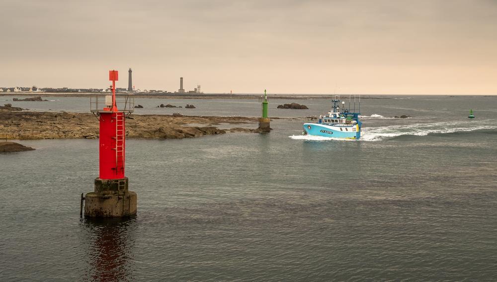 [VIE DES PORTS] Quelques bateaux de pêche (sur nos côtes Françaises) - Page 9 61161110