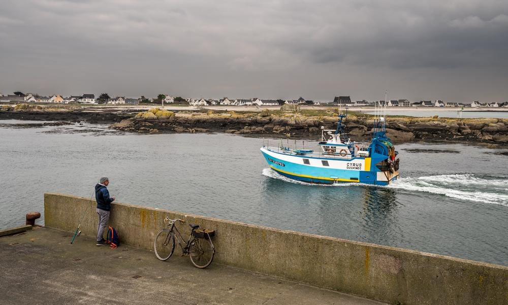 [VIE DES PORTS] Quelques bateaux de pêche (sur nos côtes Françaises) - Page 9 61361310