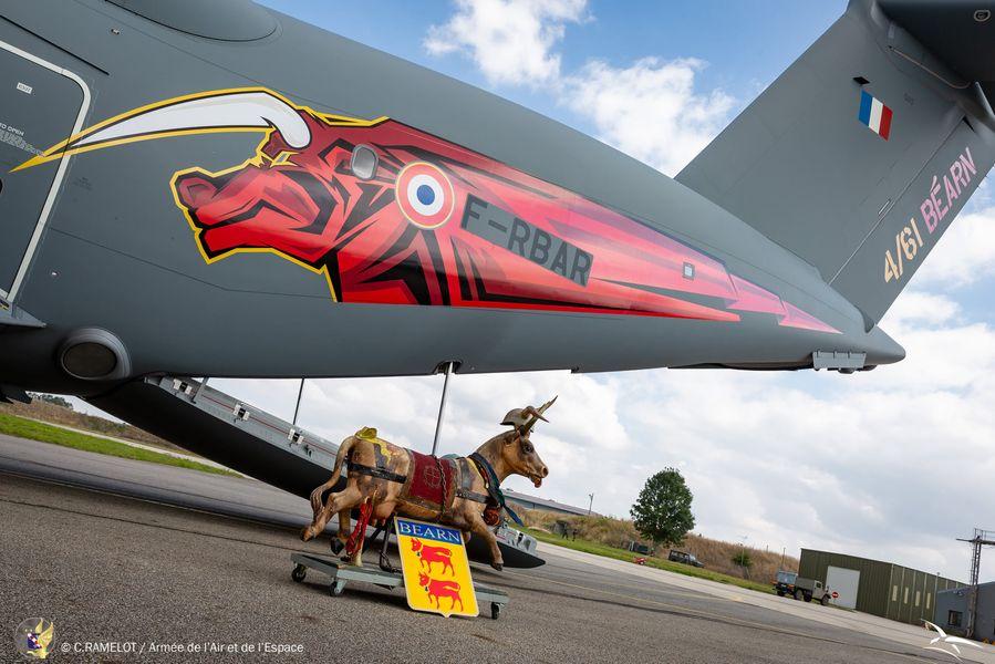 L' armée de l'air et la 33 reconstituée sur la base de Cognac. 24092410